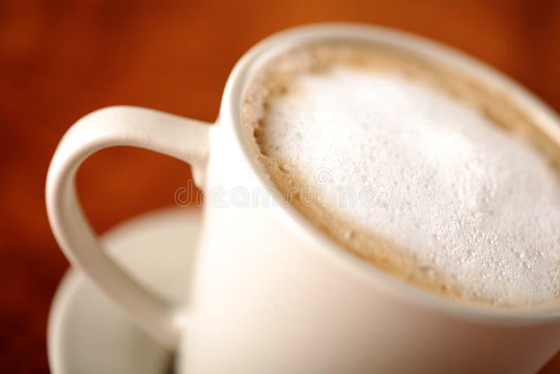 Café avec du lait moussé photo stock