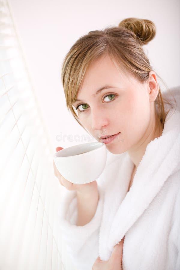Café bebendo da mulher foto de stock royalty free