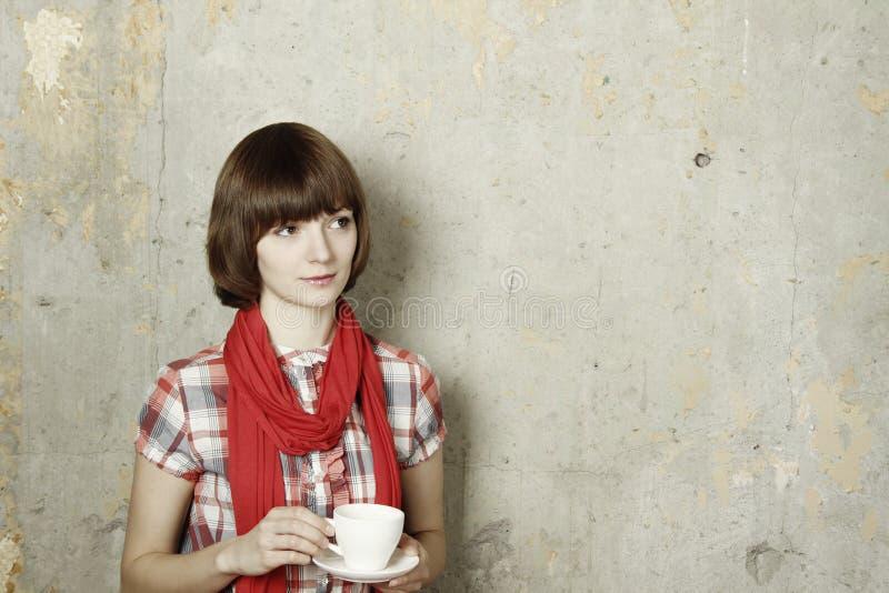 Café bebendo da mulher atrativa foto de stock