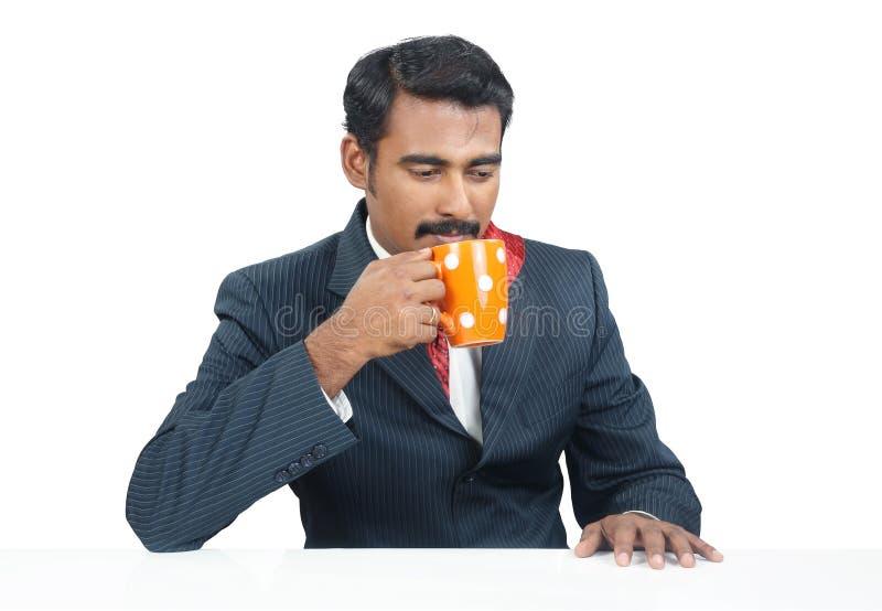Café bebendo do homem de negócios imagem de stock royalty free