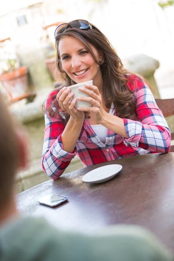 Café bebendo dos pares fotos de stock royalty free
