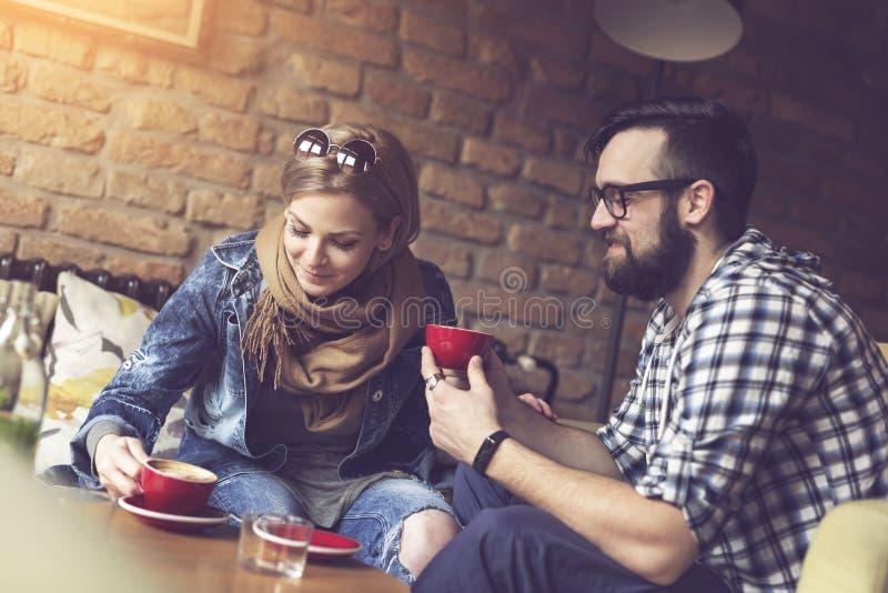 Café bebendo dos pares imagem de stock