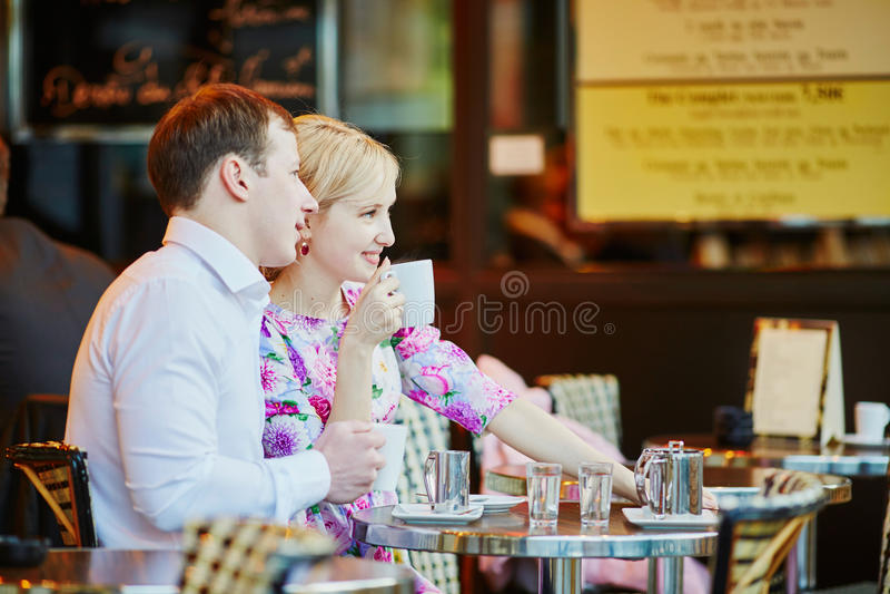 Café bebendo dos pares loving românticos fotos de stock royalty free