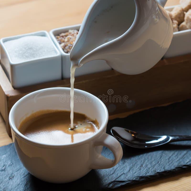 Café branco do café do copo fotografia de stock