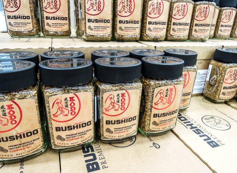 Café Bushido prêt à être vendu sur l'étagère images libres de droits