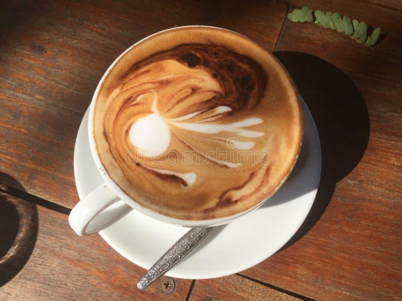 Café caliente Arte del Latte imagenes de archivo