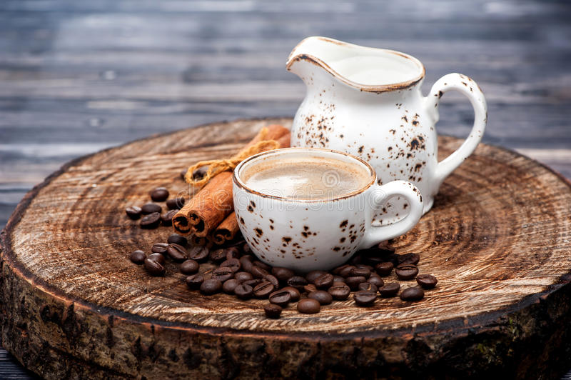 Café, canela y leche foto de archivo