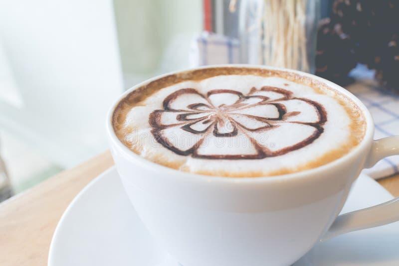 Café chaud dans la coupure d'après-midi photos libres de droits