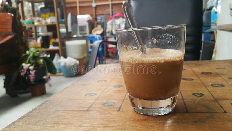Download Café chaud dans la maison photo stock. Image du matin - 76081056
