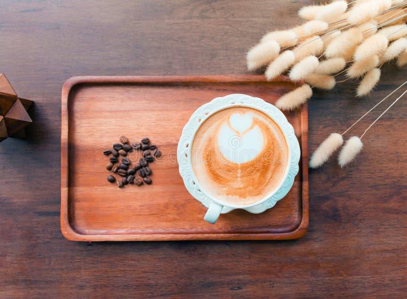 Café chaud dans un tir de café photos libres de droits