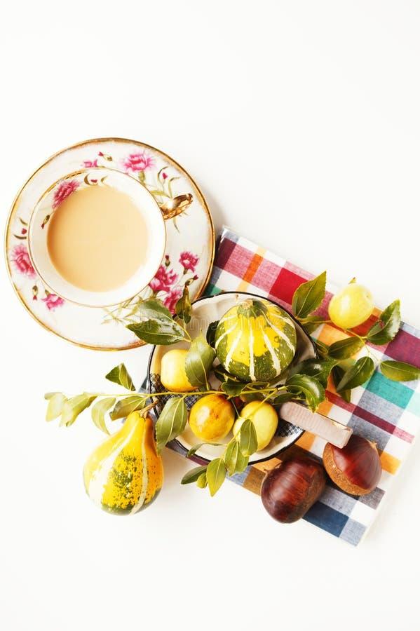 Café, chocolate y frutas fotografía de archivo libre de regalías