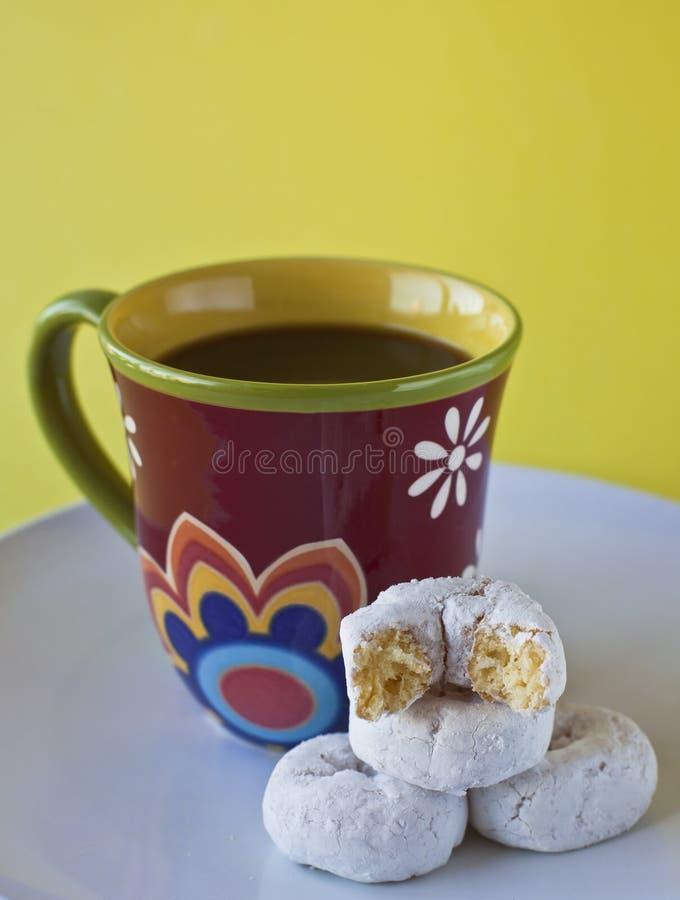 Café com anéis de espuma fotografia de stock