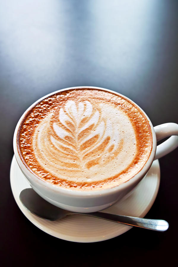 Café com arte da espuma fotografia de stock royalty free