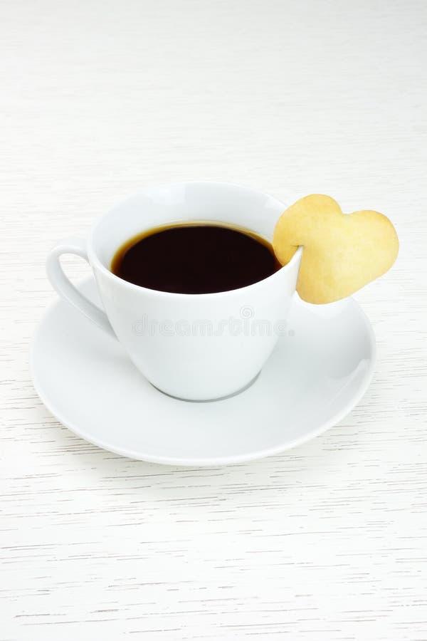 Café com coração da cookie imagem de stock royalty free