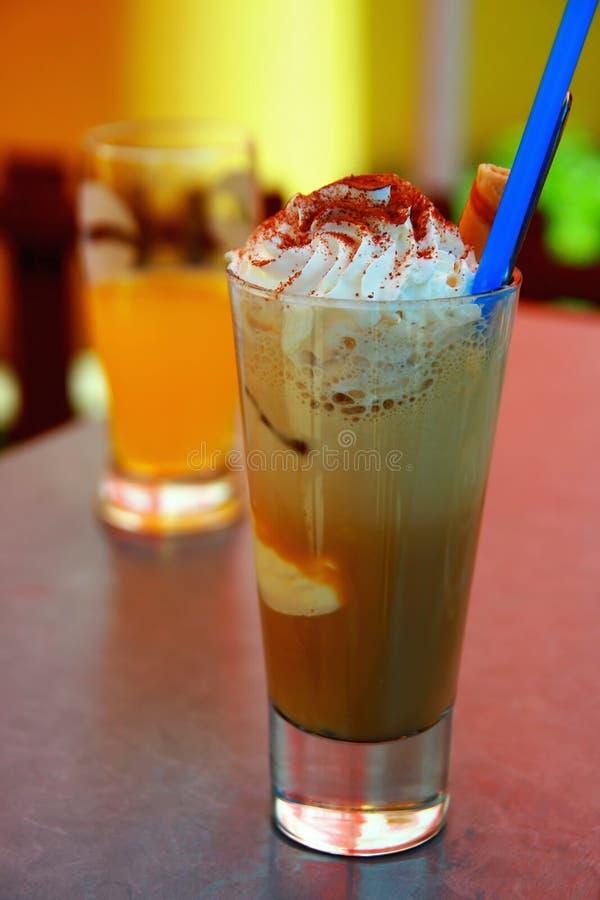 Café com creme chicoteado fotos de stock