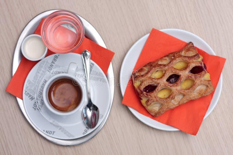 Café com pastelaria imagem de stock