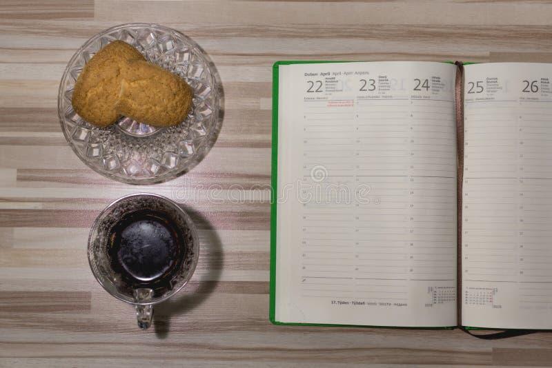 Café com um caderno Tome o tempo para o senhor mesmo foto de stock royalty free