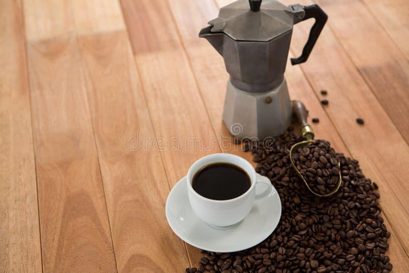 Café con la cafetera y la cucharada fotos de archivo libres de regalías