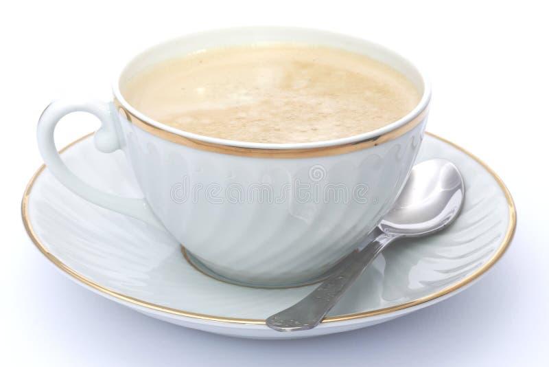 Café con leche en la taza blanca y de oro fotografía de archivo libre de regalías