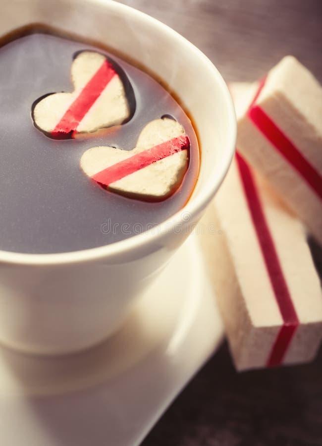 Café con los corazones fotografía de archivo