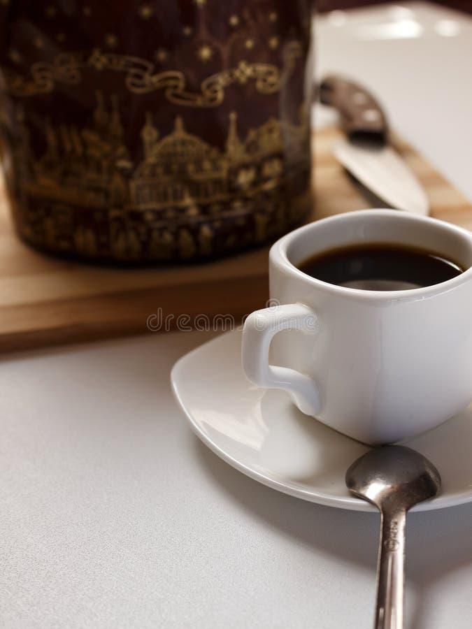 Café con una torta muy sabrosa foto de archivo