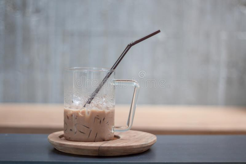 Café congelado na cafetaria imagem de stock