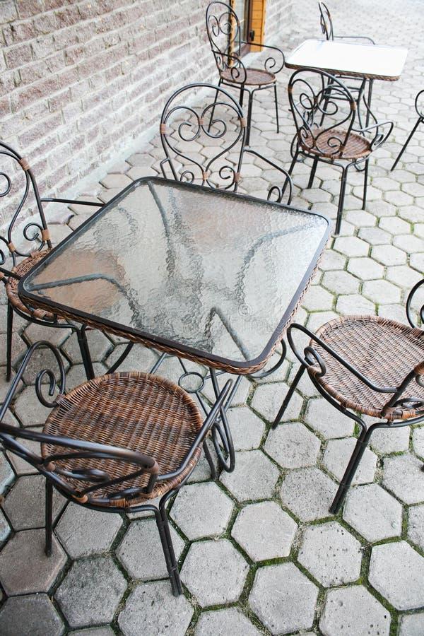 Café d'été sur la rue images stock