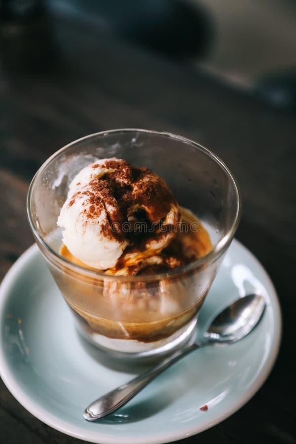 Café d'Affogato avec la crème glacée photographie stock