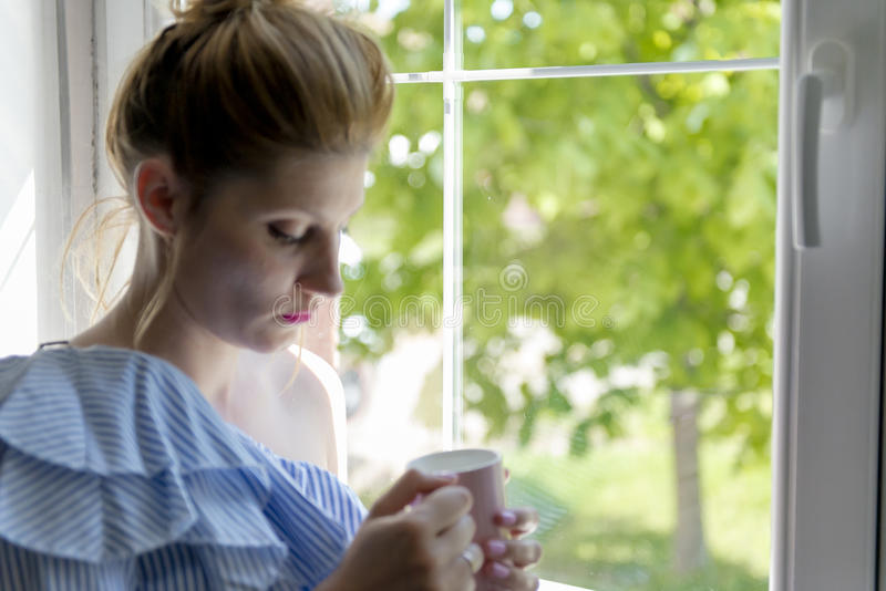 Café da bebida da mulher foto de stock royalty free