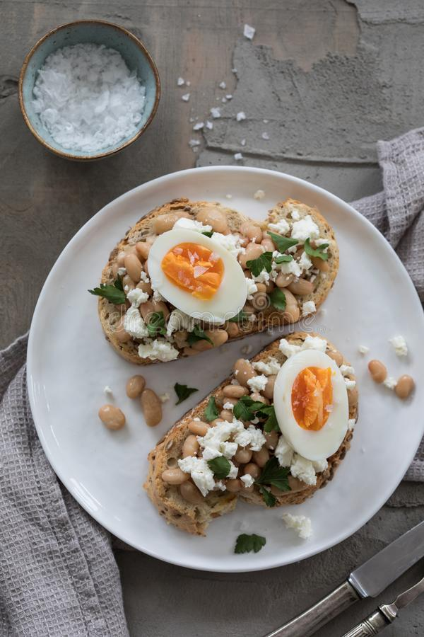 Café da manhã com brinde e ovo imagem de stock royalty free