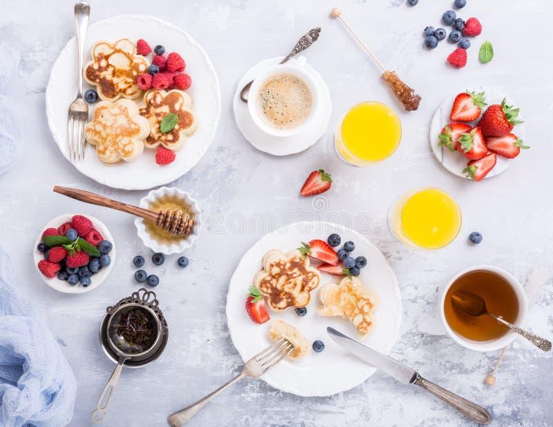 Café da manhã com panquecas escocêsas imagem de stock royalty free