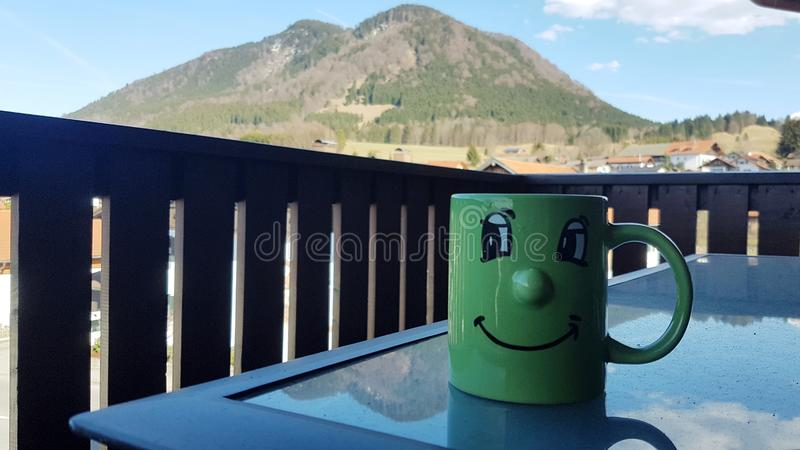 Café da manhã com uma vista agradável foto de stock