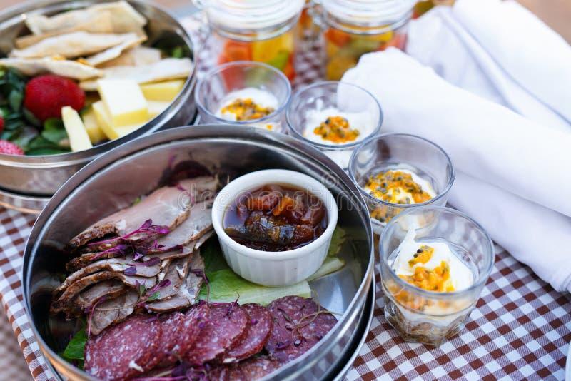 Café da manhã do piquenique fotografia de stock royalty free