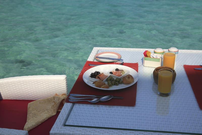 Café da manhã em uma ilha do paraíso imagens de stock royalty free