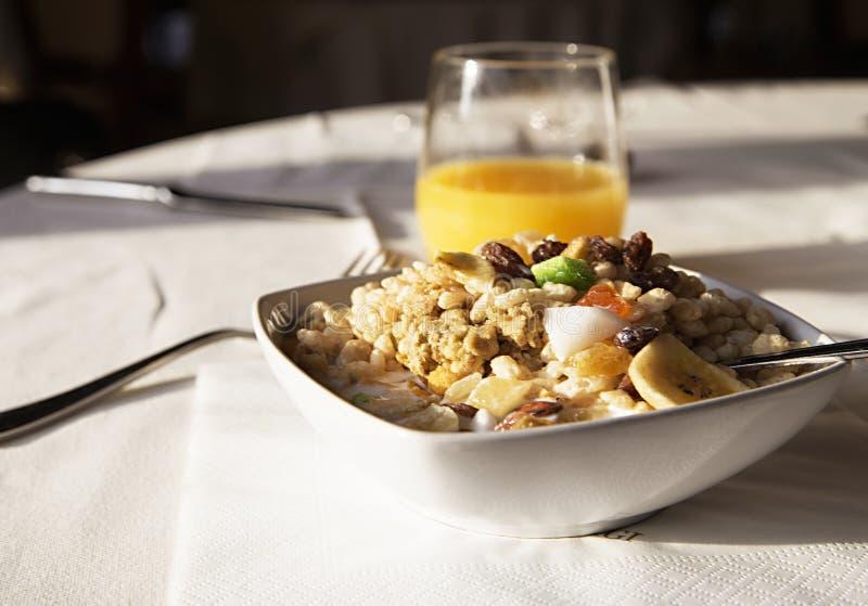 Café da manhã Muesli da saúde e suco de laranja fotos de stock