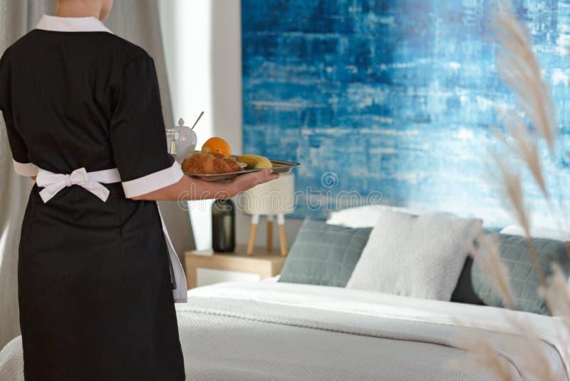 Café da manhã que entrega o serviço imagens de stock royalty free