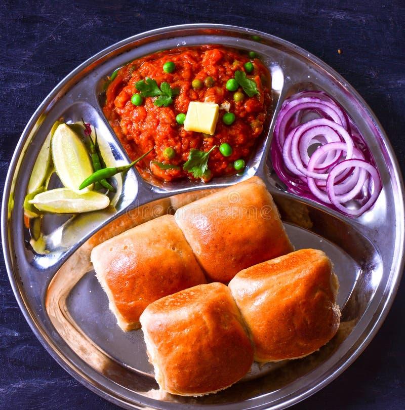 Café da manhã tradicional do Maharashtriano - Pav Bhaji imagem de stock