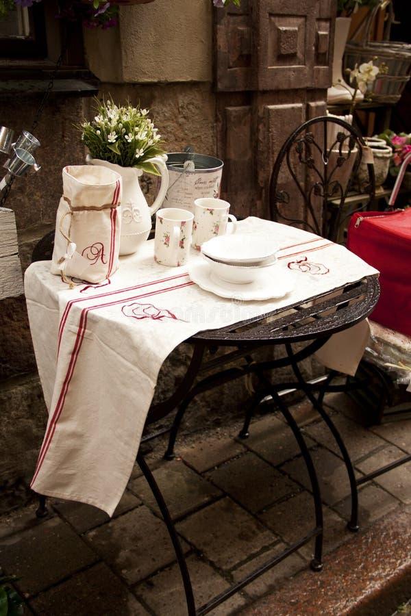 Café da rua na cidade velha imagem de stock royalty free