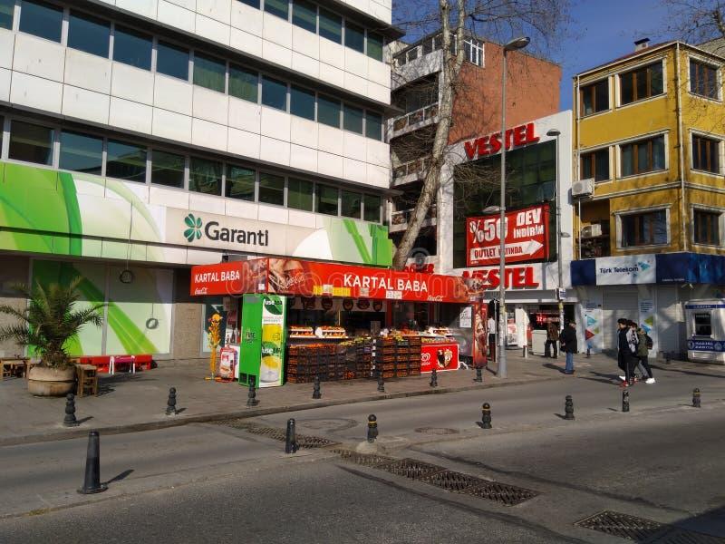 Café da rua que vende o suco fresco no centro de Istambul Turquia foto de stock