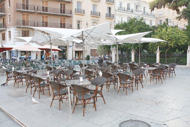 Download Café Dans La Plaza Publique Photo stock éditorial - Image du jour, plaza: 45365268