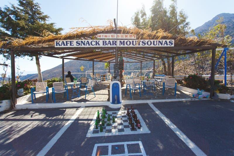Café de bord de la route d'Olive Tree, Crète photographie stock libre de droits