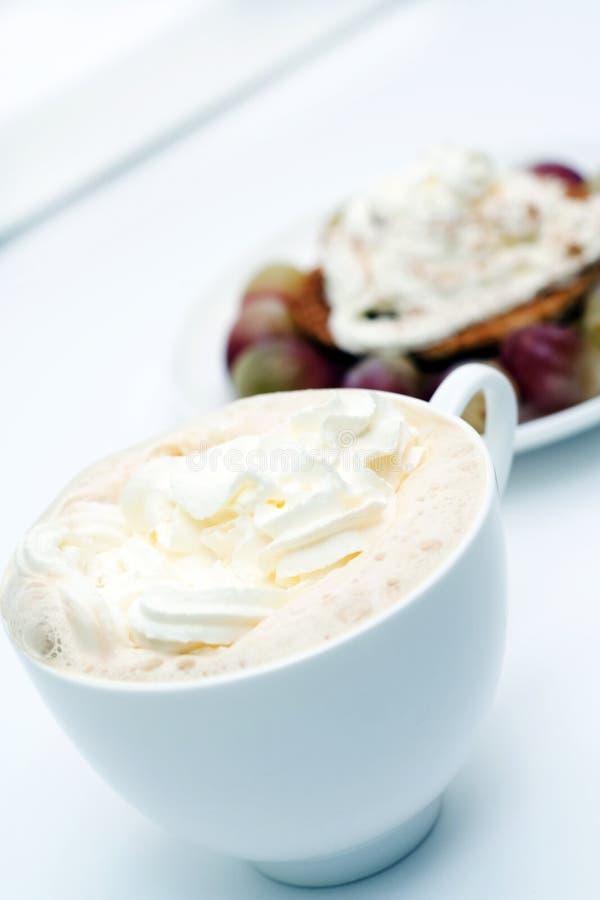 Café de café express avec la crème fouettée photos stock