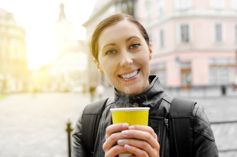 Download Café De Consumición De La Mujer Foto de archivo - Imagen de cara, imagen: 44851198
