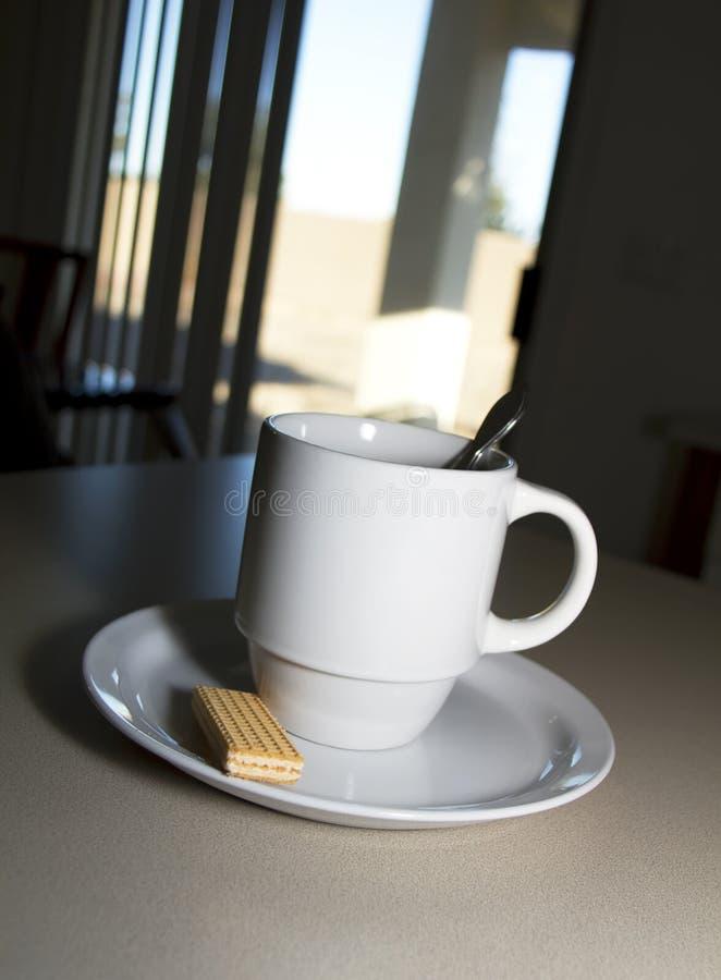 Café de déjeuner et un disque de sucre photographie stock