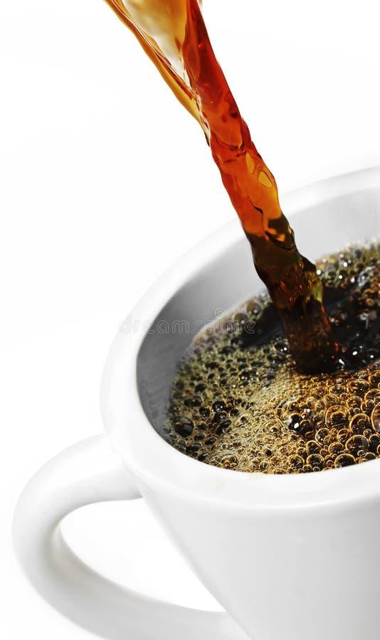 Café de derramamento foto de stock