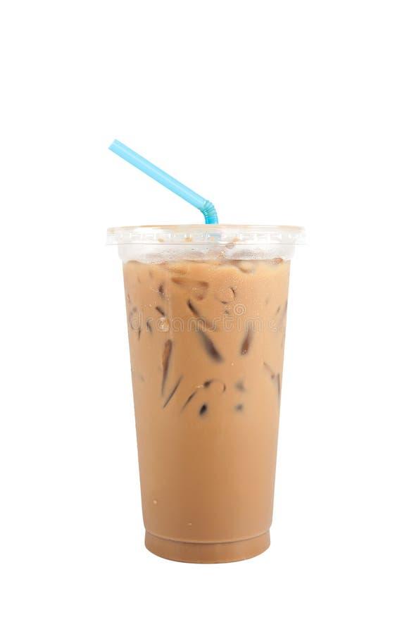 Café de gelo com a bebida doce isolada, trajeto do leite de grampeamento foto de stock