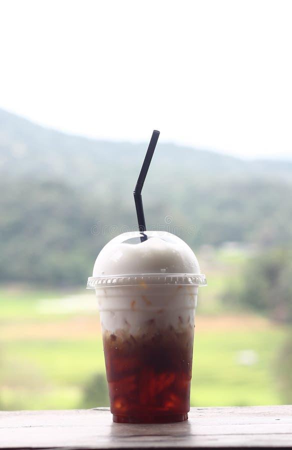 café de hielo y nata montada en el top fotografía de archivo