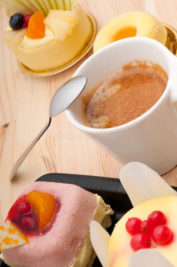 café de l'expresso 3818387 et gâteau de fruit photo stock