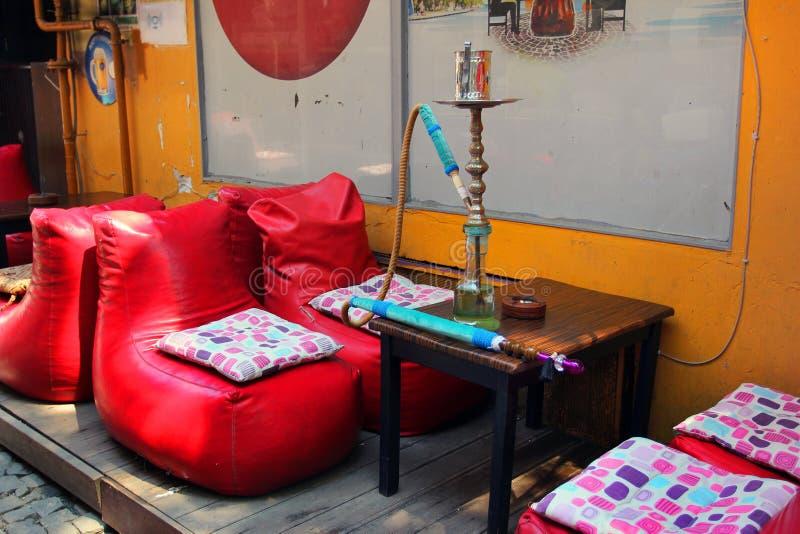 Café de la cachimba en la calle en Estambul, Turquía foto de archivo libre de regalías