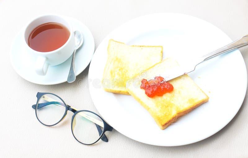 Café de la comida feliz de la buena mañana y ñame determinados del pan foto de archivo